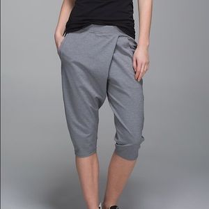 lululemon athletica Pants - ⚡FLASH SALE⚡*NWT* Lululemon Retreat Yogi Crops!