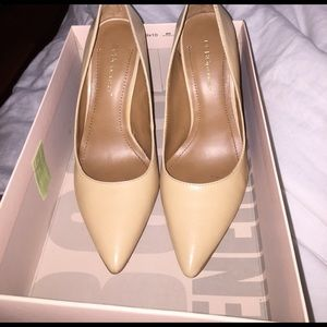 Natural/ Nude leather pointed toe heal.