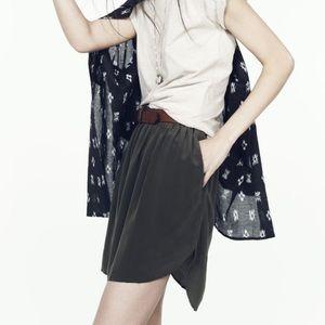Madewell Dresses & Skirts - Silk round hem skirt w/ pockets