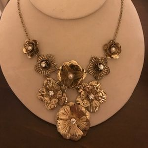 Jewelry - Hand crafted Flower necklace