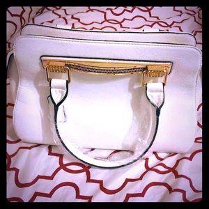Handbags - GORGEOUS white purse 👛