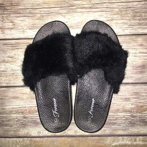 Shoes - Fuzzy Black Slides 🖤🖤🖤