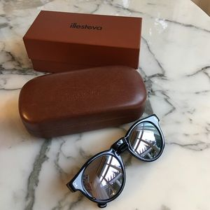 Illesteva Accessories - Illesteva Leonard black mirrored silver