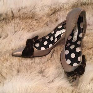Christian Lacroix Shoes - Golden brown high heels w/velvet bow 8.5
