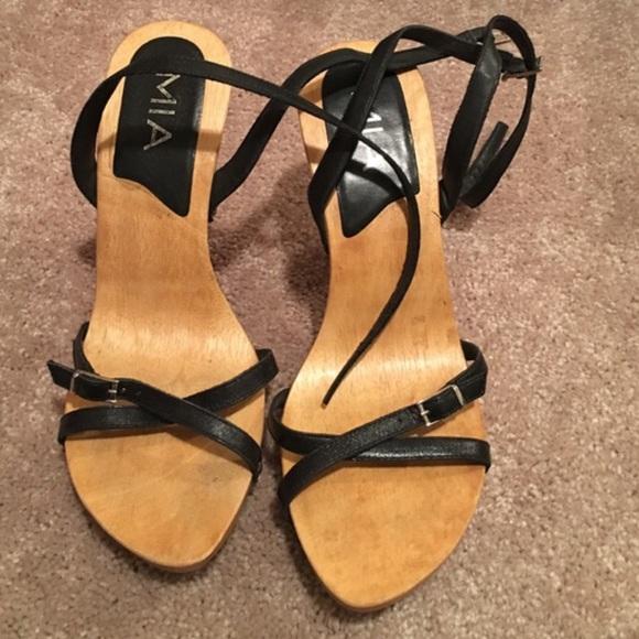 a15f55e95d0 Strappy heels. M 589bcc2c2de51296b6025aeb