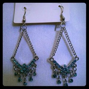 Jewelry - Beautiful dangle silvertone rhinestone earrings