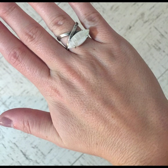 Kendra Scott Jewelry - Rosemary Ring in Crackle Ivory Pearl