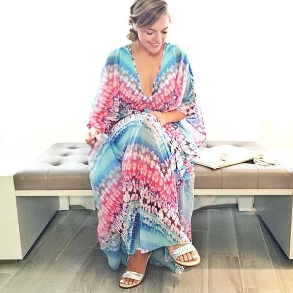 bebe Dresses - MOVING SALE❗️bebe Tie-Dye Maxi Dress Kaftan
