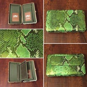 Amor Adore Handbags - 7. Slithering Green Hananel Wallet