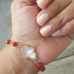 Jewelry - Hamsa Mother Pearl Red Crystal Bracelet