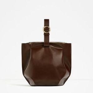 Single Colored Buckled Leather Bucket Bag - ZARA