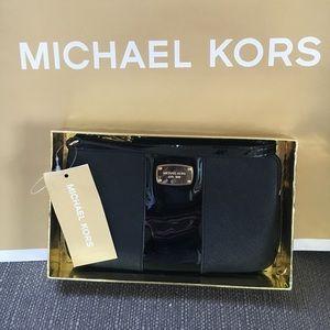 Michael Kors Handbags - 🍥MK black wristlet