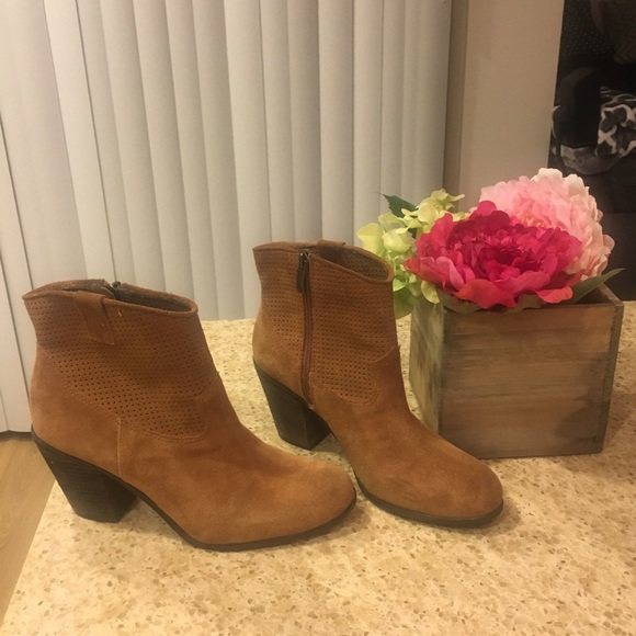 Vince Camuto Shoes - Vince Camuto suede booties