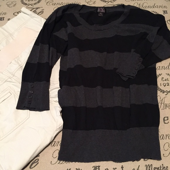 Motherhood Maternity Tops - Maternity sweater size Large