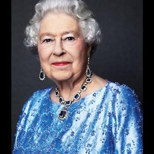 Jewelry - The Queen loves her bling.......