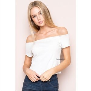 Brandy Melville Tops - NWT Brandy Melville Rin top