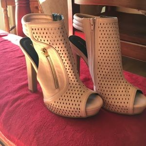 NWOT peep toe blush/nude color heels