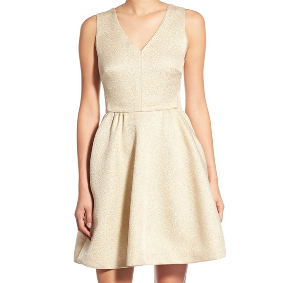 Vineyard Vines Dresses - Vineyard Vines Gold Jaquard Fit and Flare Dress