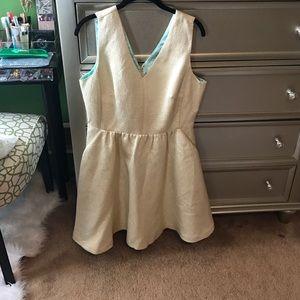 Vineyard Vines Dresses - Vineyard Vines Gold Jaquard Fit and Flare Dress