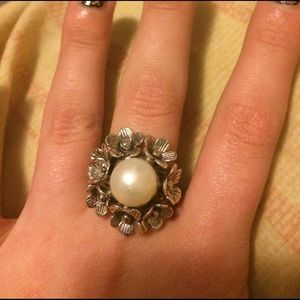 Jewelry - Dogwood flower and pearl ring