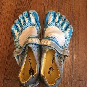 Vibram Shoes - Vibrant 5 finger sneaker