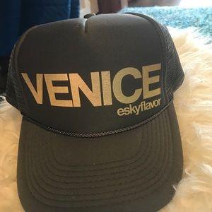 NWOT eskyflavor Venice baseball cap