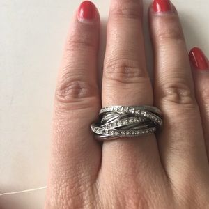 NWT Silver DKNY rolling ring with rhinestones