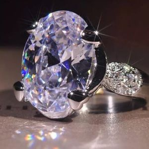 Jewelry - Captivating Hollywood Glamour