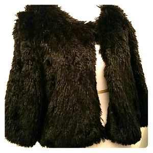 2xist Sweaters - 📣PRICE REDUCED Black furry shrug