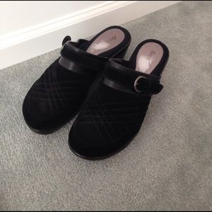 Bass Shoes - Bass black leather clogs