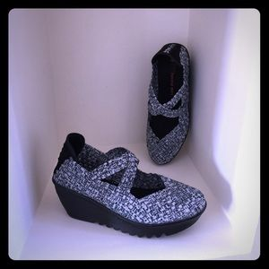 bernie mev. Shoes - BERNIE MEV Wedge Heel Woven Shoes
