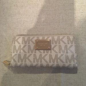 Accessories - Authentic Michael Kors wallet! GREAT condition!
