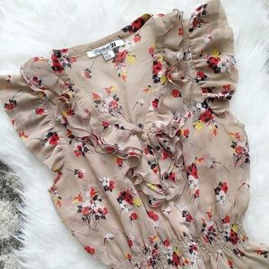 Forever 21 Tops - Forever 21 Floral beige top Size Medium