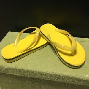 Chicco yellow flip flops toddler boys  size 8-9