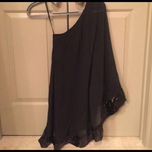 julie brown Dresses & Skirts - Beautiful black one shoulder dress!!