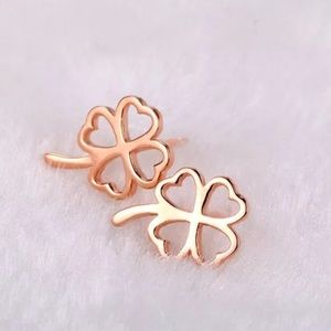 Jewelry - 🎉HP- 18K Rose Gold Filled clover earrings