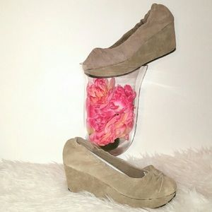 Restricted Shoes - NIB Suede/Leather 8.5 Taupe Tan Wedge Shoe New