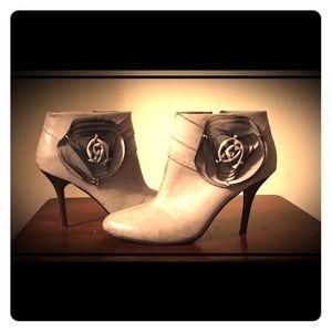 Shoedazzle Shoes - Shoedazzle ankle booties size 9 🌹
