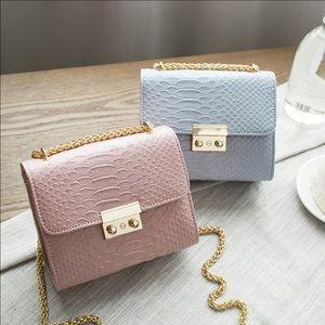 Handbags - 🎉HP🎉Simple Crocodile Leather Mini Crossbody bag