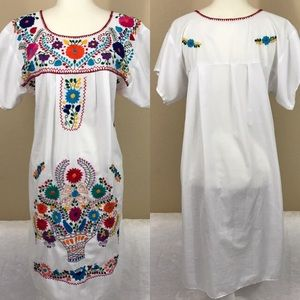 Vintage Dresses & Skirts - Vintage Mexican embroidered boho dress