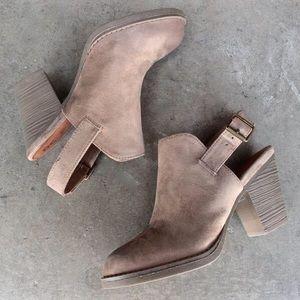 BC Footwear Shoes - 🌟HP!!!!🌟🍁BC Like Clockwork Clog 🍁