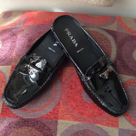 d861f3a2fd2 PRADA Ladies Black Patent Leather Shoe Size 5 1 2.  M 589e00b213302aed9900d99b