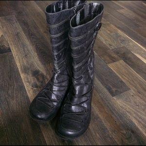 Miz Mooz Shoes - ✨TRENDY✨Miz Mooz Button Boots