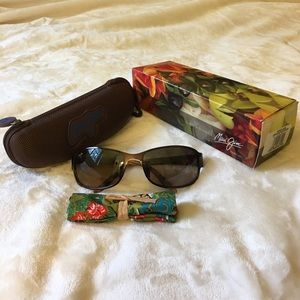 Maui Jim Accessories - Never worn Maui Jim Makena polarized sunglasses