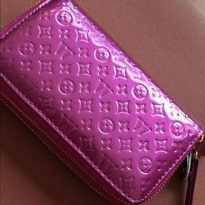 Handbags - BRAND NEW PURPLE SHINY WALLETS