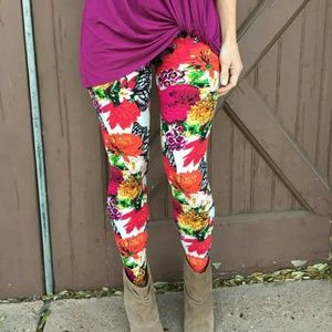 Infinity Raine Pants - NWT WHITE FLORAL BUTTERFLY WING LEGGINGS