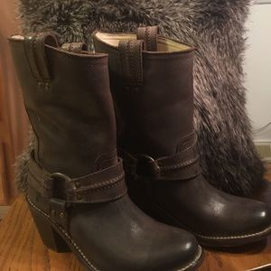 Frye Shoes - NWT Frye Carmen Harness boot size 7.5 Frye#77374