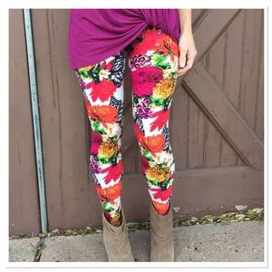 Infinity Raine Pants - ✨2 for 35 sale✨White floral butterfly leggings OS