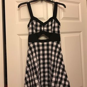 Checkered dress with front & back cut outs 🖤