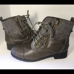 Pink & Pepper Shoes - New! Women's tabbie2 combat boot by Pink & Pepper.